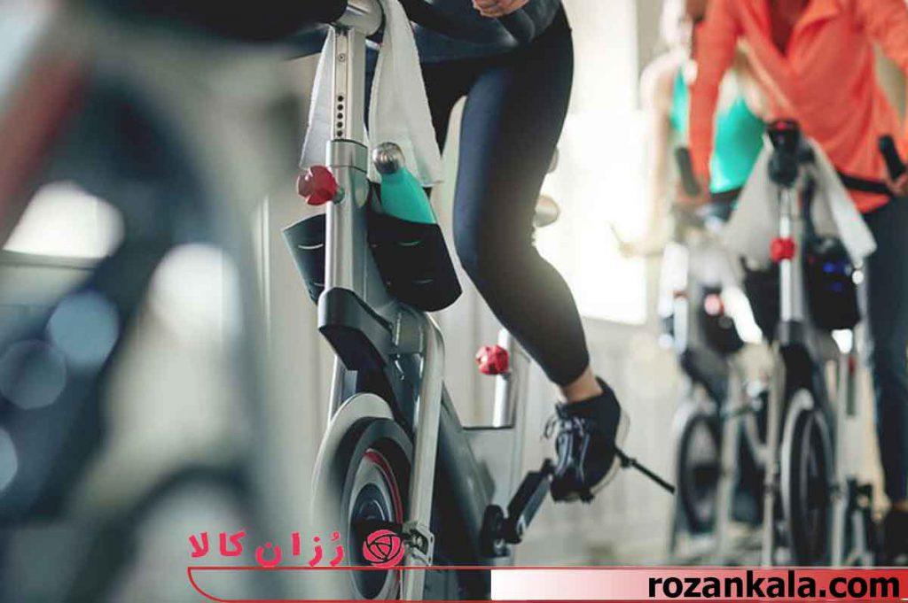 ورزش با دوچرخه ثابت اسپینینگ
